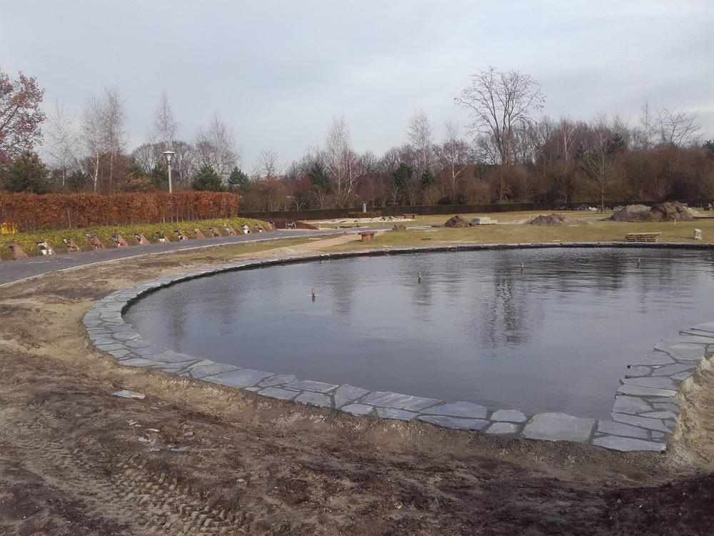 Renovatie vijver crematorium te Roosendaal